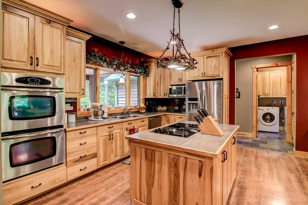 Gourmet kitchen with lots of working counter space, double oven for hosting events easily, and more! - 2736 27 1/2 Avenue Birchwood