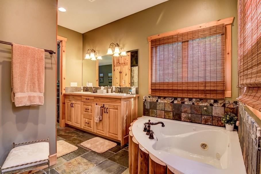 Master bath - 2736 27 1/2 Avenue Birchwood