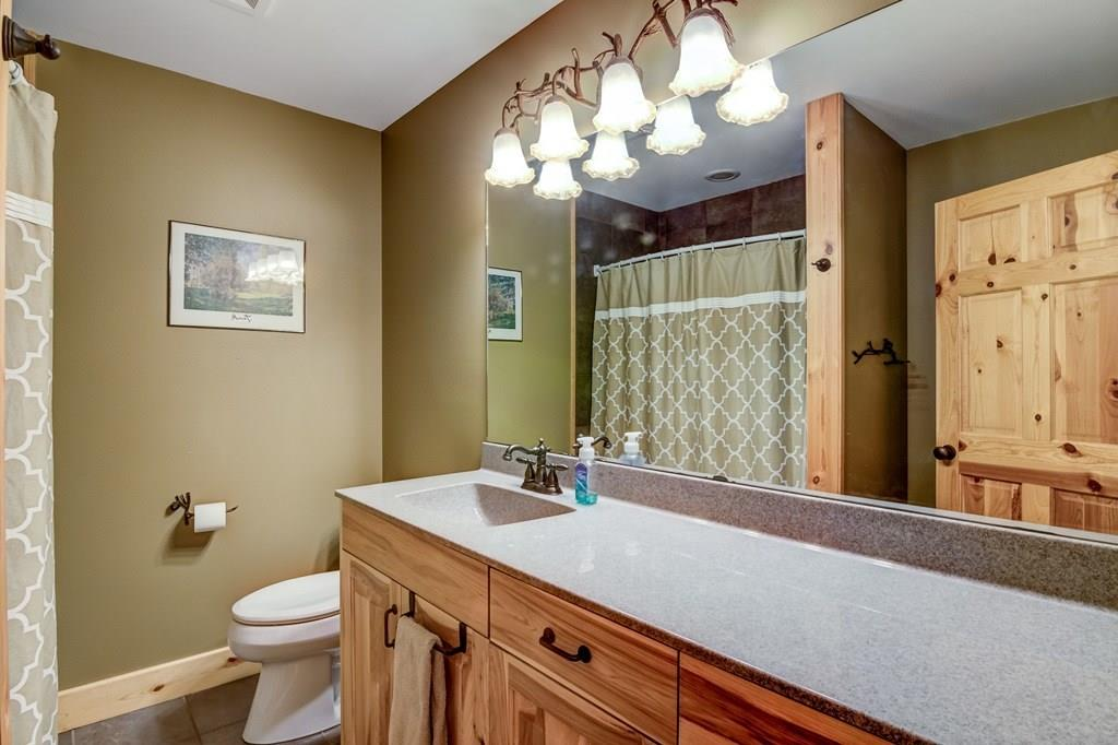 Upstairs Full Bath - 2736 27 1/2 Avenue Birchwood