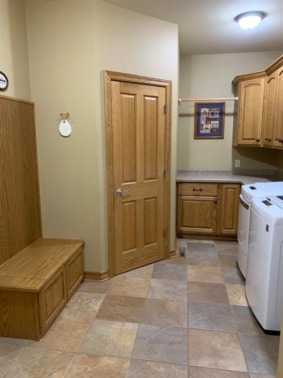 Built-in bench seating & walk-in closet. Garage entrance to left. - 3635 Ridgeway Drive Eau Claire