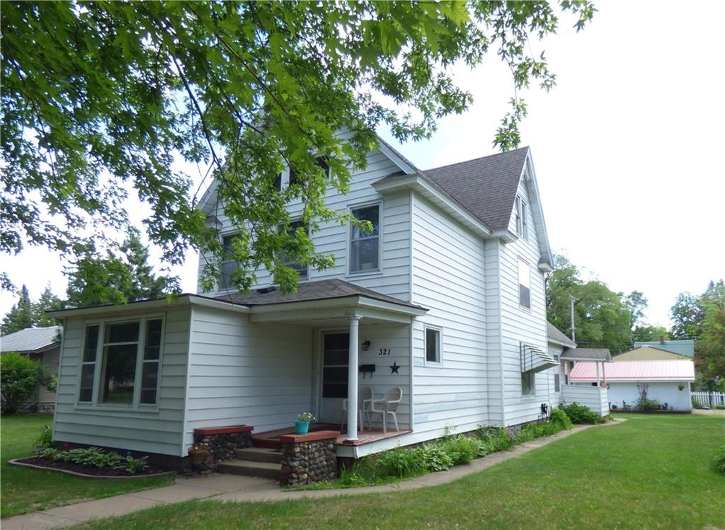 1900 4-bedroom, 2-bath home or duplex on corner lot in City of Spooner - 321 Vine Street Spooner