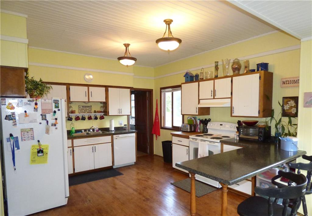 Spacious kitchen - 321 Vine Street Spooner